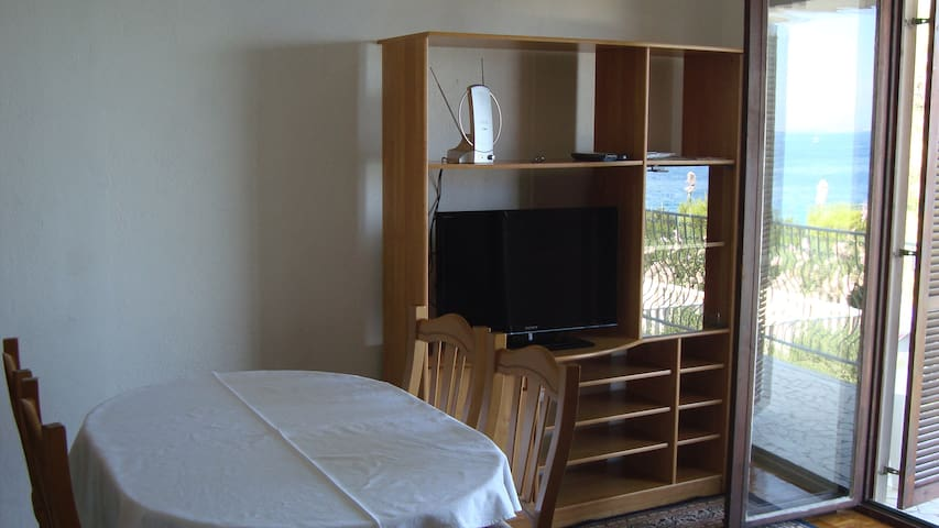 Mali Odmor-One Bedroom Apt with Sea View 3