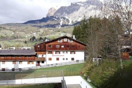 Tipico appartamento a Cortina centro,panoramico