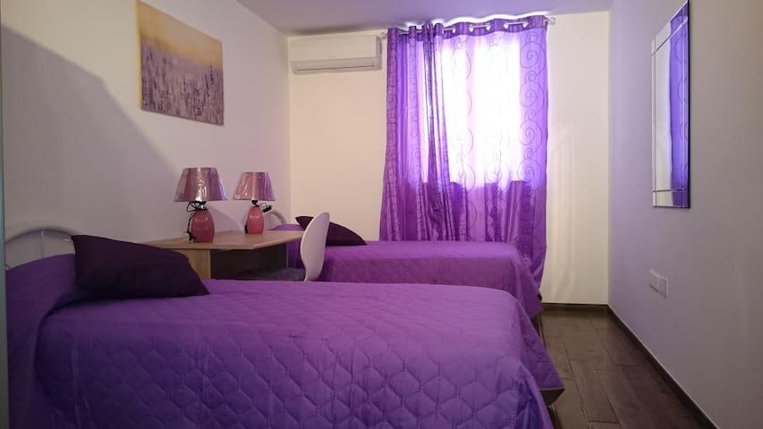 Brand new twin bedroom in the heart of Sliema D - Tas-Sliema - Appartement en résidence