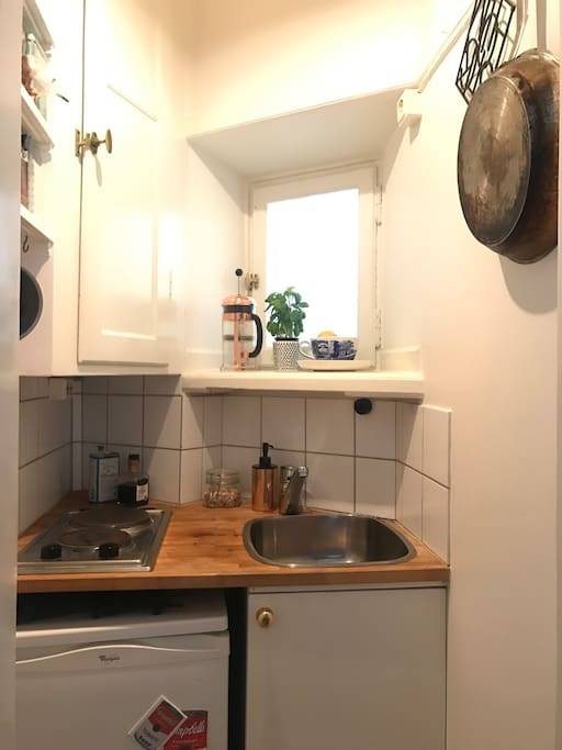 Small kitchen with all the basic you need