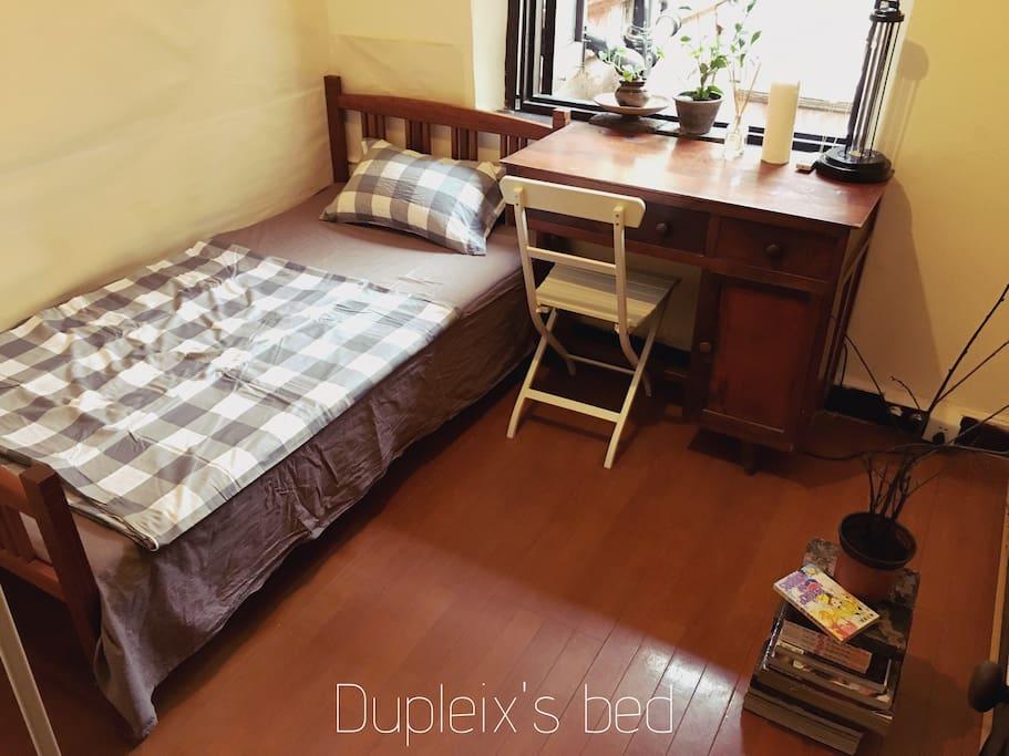 法租界闹市中的静谧小屋。      Old  style room makes your heart feel peace in crowded downtown.