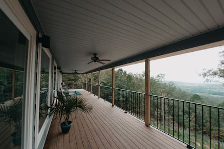 Silver Hills Mountaintop Cottage