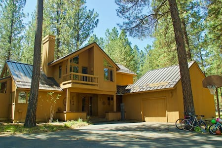 Sunlit Black Butte home, steps from Pool/Rec Ctr!