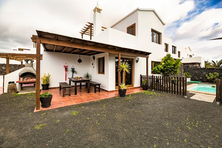 VILLA CALMA, ideal for groups & families