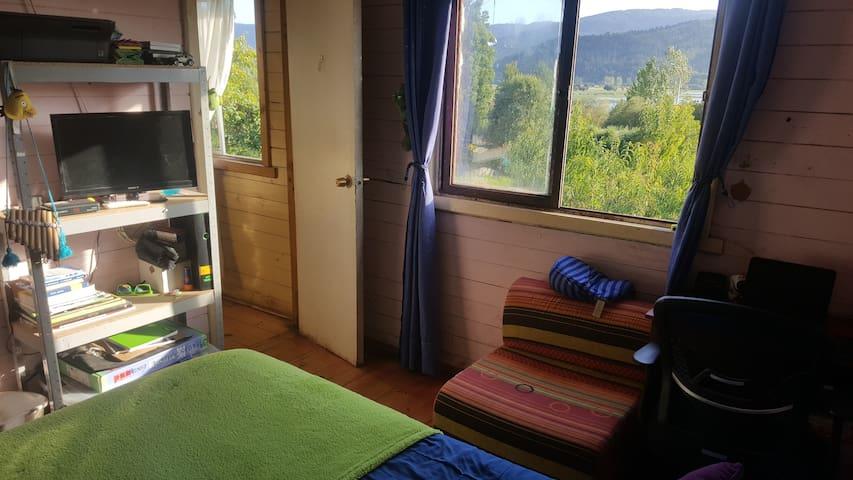 Habitación privada frente al lago Lanalhue.