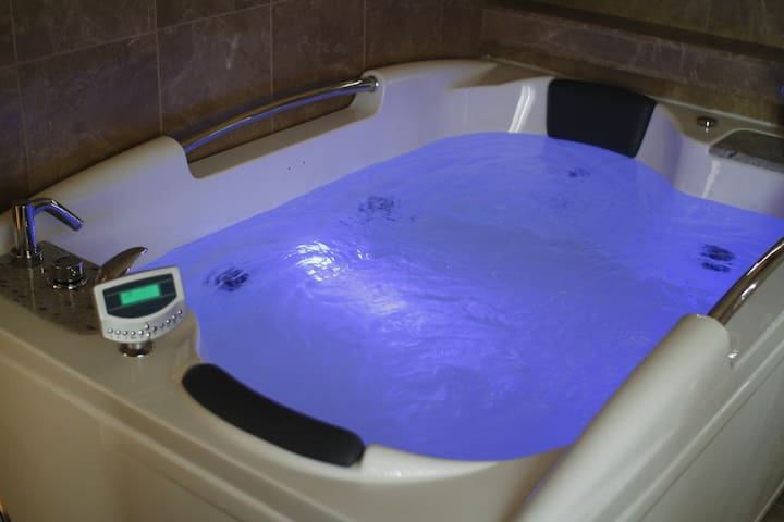 Kenmere House - Double Spa Jacuzzi Bath