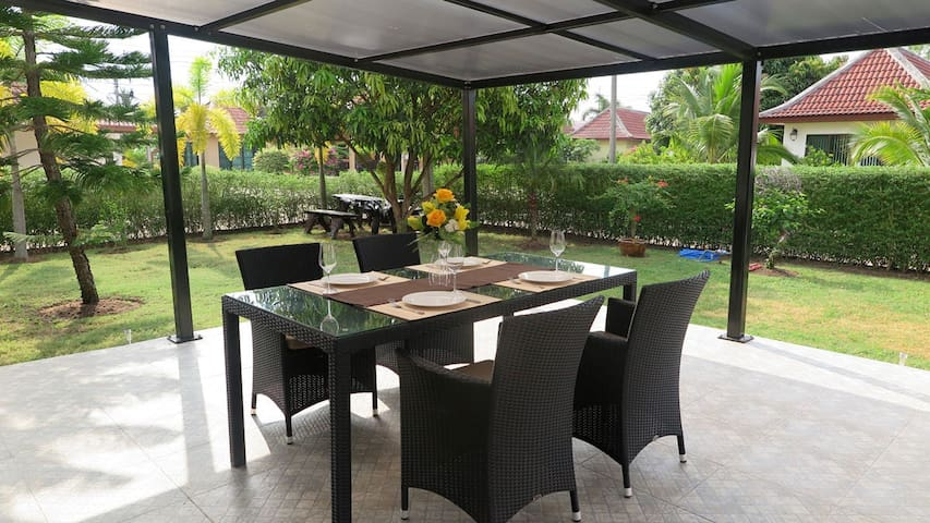 Wonderful Villa in Bali Residence Mae Phim TH