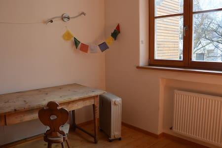 Privatzimmer mit Frühstück und eigenen Bad - Naturns - Casa