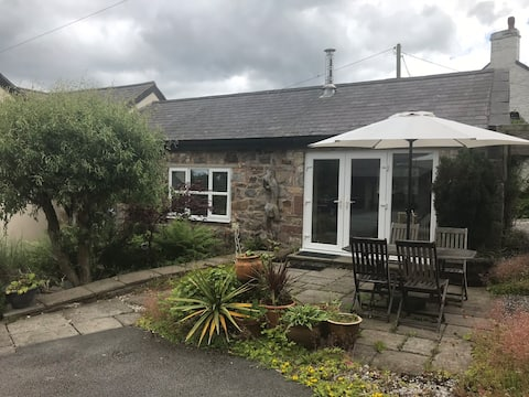 Self contained flat in tranquil rural setting