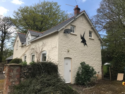 Peaceful well located cottage, own garden