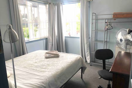 Quiet Double Room 1 Airbnb House Hub of West End