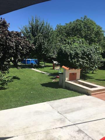 Maison/Villa + Grand jardin et grande Térrasse