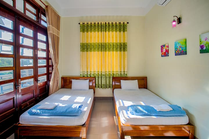 Twin room-The Forktail Homestay-Inside the city