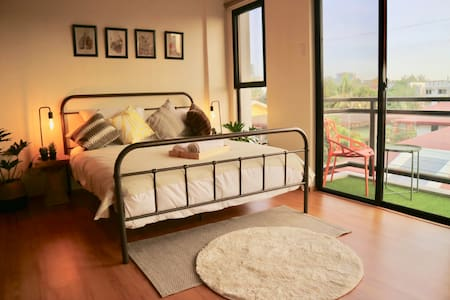Hip Bedroom in a Townhouse near Maginhawa
