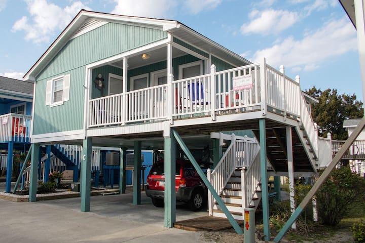 """Sea Mint"" Cottage  2 BR * Walk to Beach"