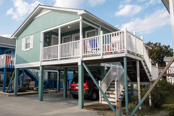 """Sea Mint"" Cottage  2 BR * 2nd Row * Walk to beach"