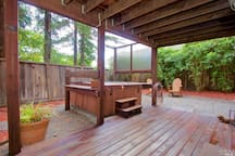 Hot tub right outside the bedrooms