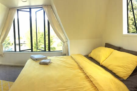Mountain&Lake view, 5 mins drive to town - Apartemen