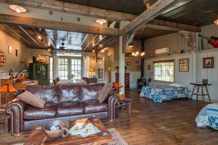 Special! The Guesthouse & Loft at Gratidude Ranch - Franklin