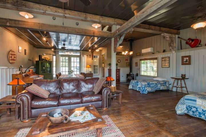 The Carriage House & Loft at GratiDude Ranch
