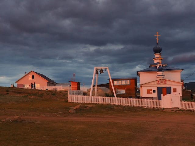 A big wooden house to the left of the only Russian Orthodoxe Church on Olkhon island