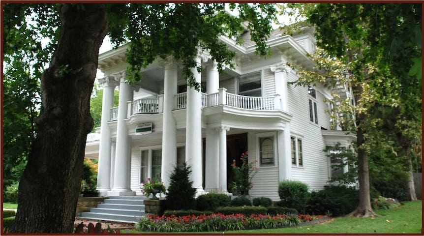 Historic Hayes House Luxury Suites
