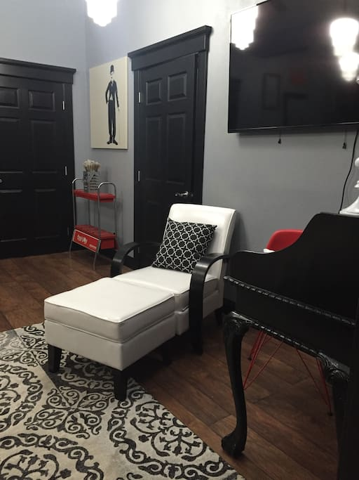 You can either lounge, chat or work in this space!