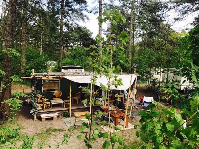 Stoere stacaravan op camping Bakkum