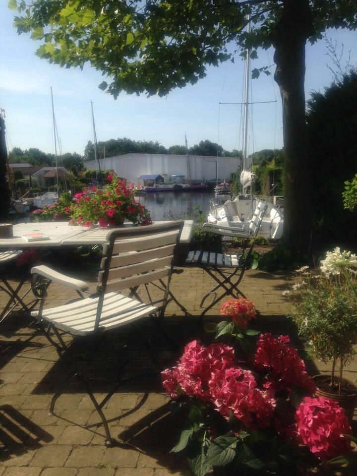 Vakantiehuisje op Aquahorst, aan het water