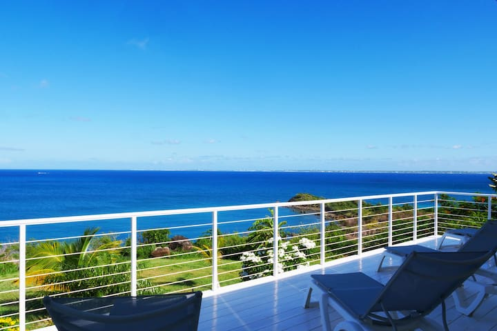 BREATHTAKING VIEW and SUNSET, Direct BEACH Access!