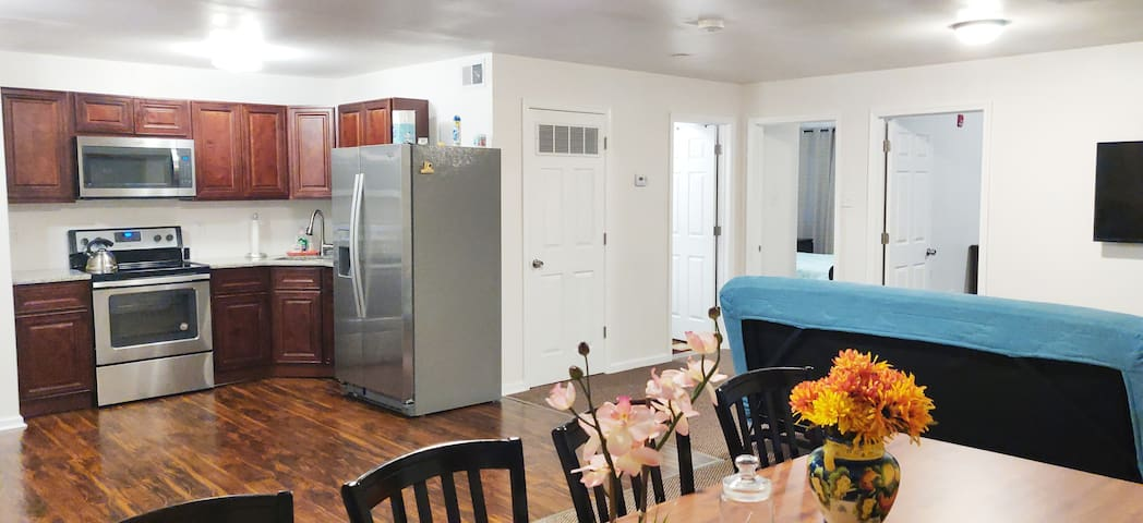 Huge apartment. Convenient to downtown,Chinatown