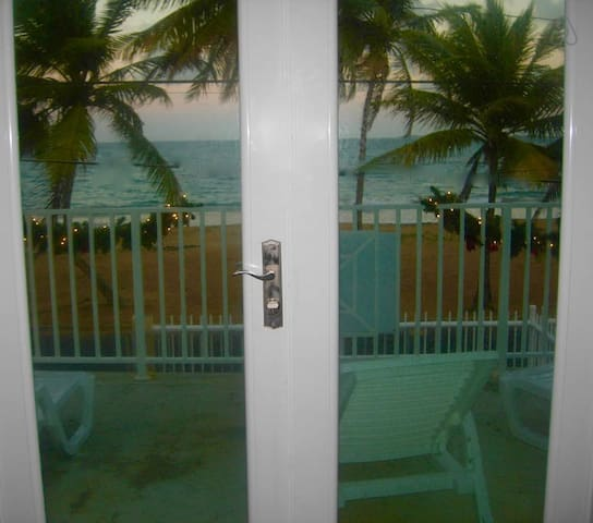 Beach Front Guest House #6 - Luquillo - Bed & Breakfast
