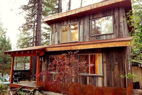 Luxe Mountain-Modern Mini Mansion  Cabin