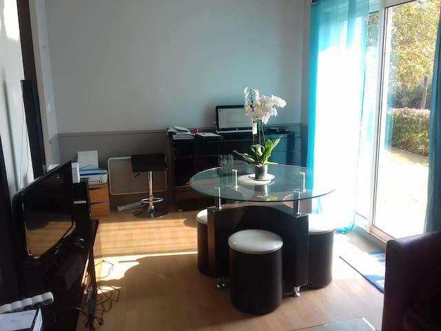 Appartement 2 pièces # proche RN12 et   commerces