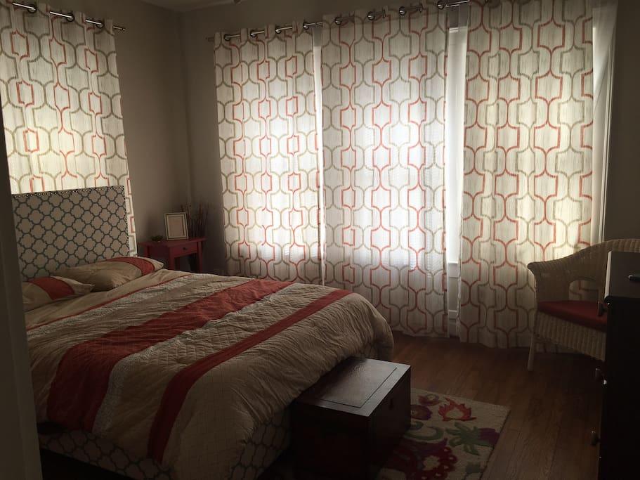 Room 2 Queen Size Bed