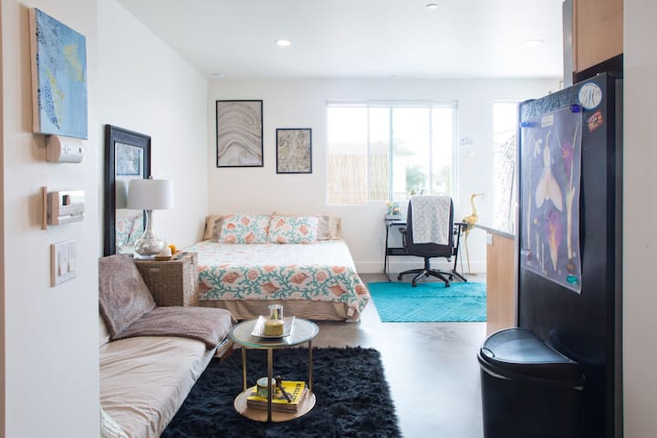 Modern Studio in the Heart of Isla Vista - Isla Vista - Lejlighed