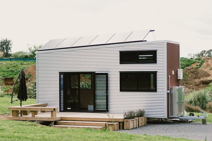 The Boomer Tiny House (Off Grid)