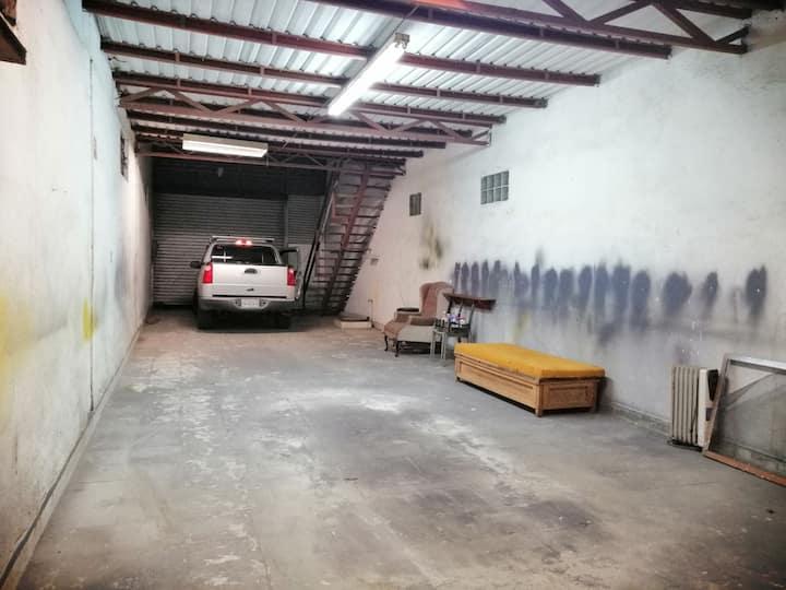 Bodega 17 mts. x 4.5 mts + mezzanine