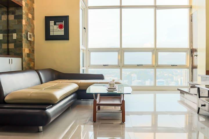 Fuji Suite (Spacious Loft  ❤ of Cebu  Chromecast)