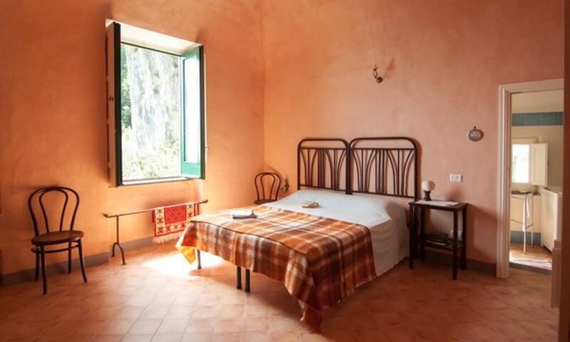 camera matrimoniale n.1 bedroom n.1