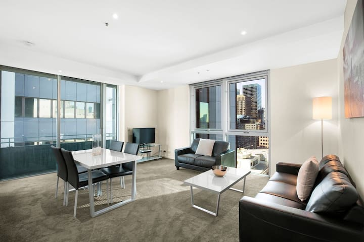 MelbourneCBD-2br1bath-wifi-pool-spa (L20)