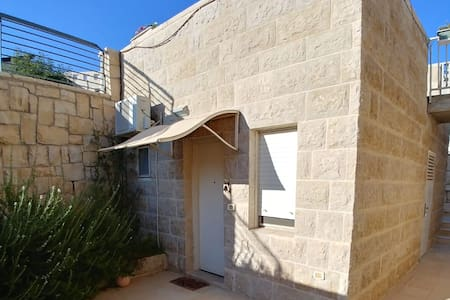 Sweet and cozy guest suite in Elazar