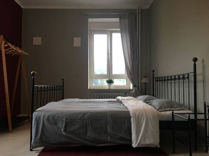 Gästezimmer mit Bad - großzügig, ruhig und zentral