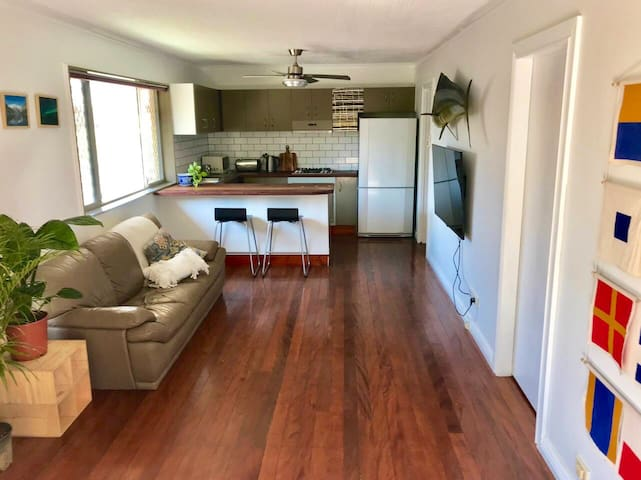 Tamworth Court Beachside Unit - Coolangatta