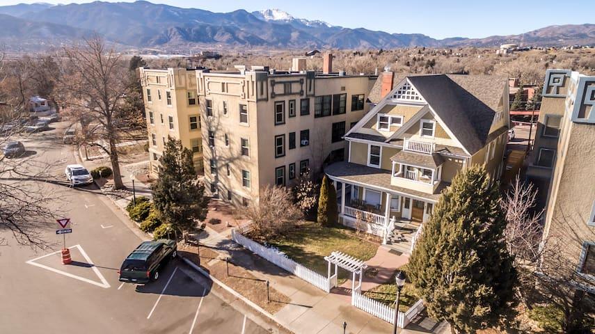 Boulder Crescent Manor - Downtown COS!