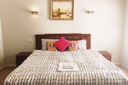 墨尔本华人区超大套房,Spacious Bedroom with Ensuite - Glen Waverley - Ev