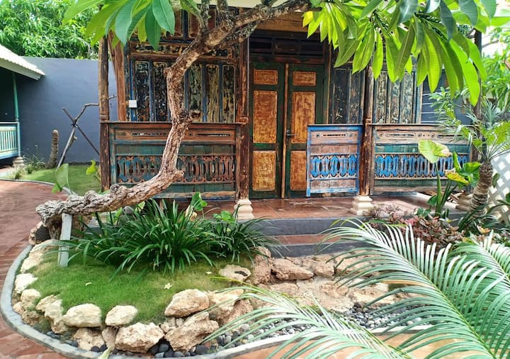 Tropical Bungalow near Harbor at Huts Rolling