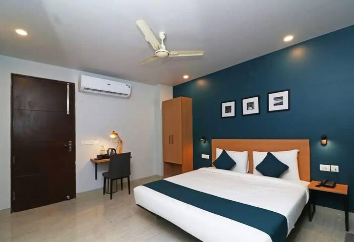 Aadat Residency Gurugram - Luxury Room