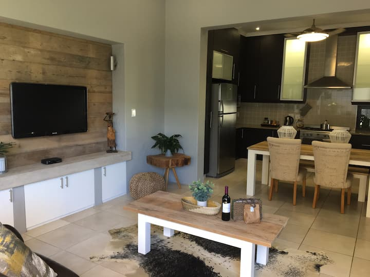 Modern open plan 1 bedroom apartment in Salt Rock