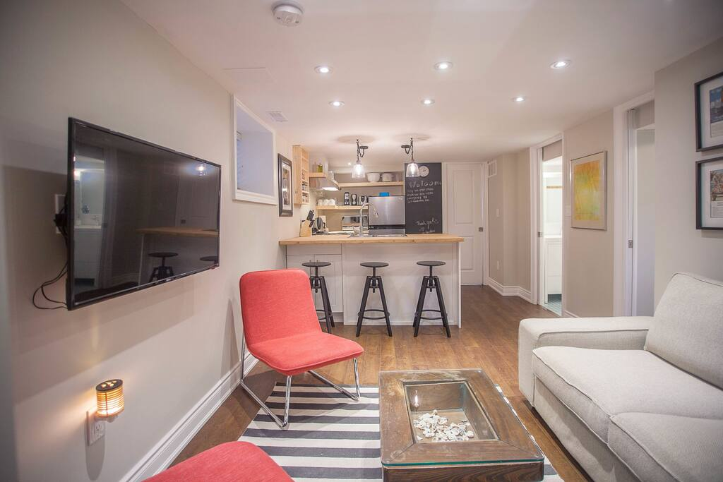 """Cozy living and Eat-In kitchen space. 43"""" LED smart TV. Netflix provided"""